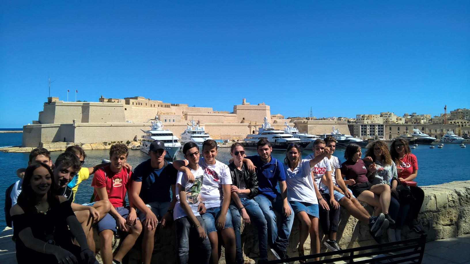 Gateway School of English GSE Junior Programmes - ItalianTeenage Students learning English in Malta during Three Cities Excursion (3)